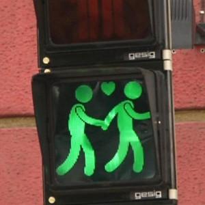 Tolerantes Wien: Schwule Ampelpärchen regeln Verkehr